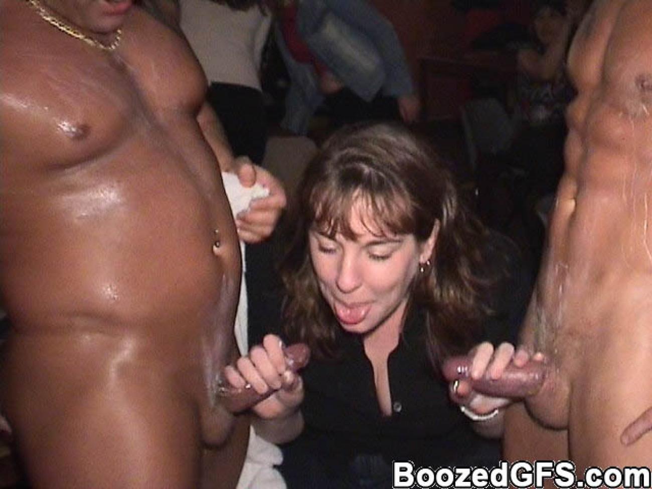 porno-onlayn-sosut-striptizeru