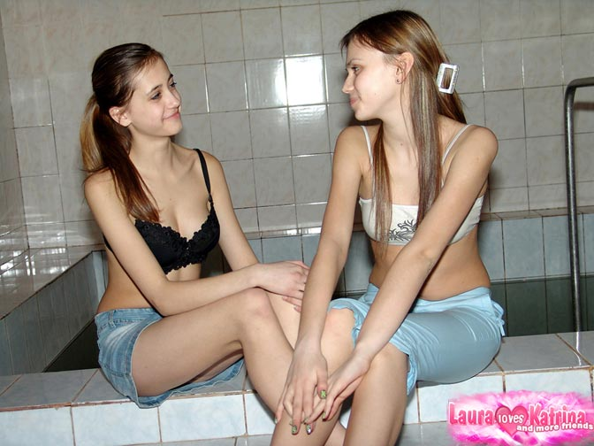 Hot girls kissing lesbian porn