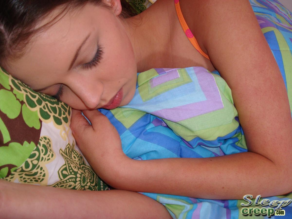 Смотреть спящая дочь 6 фотография